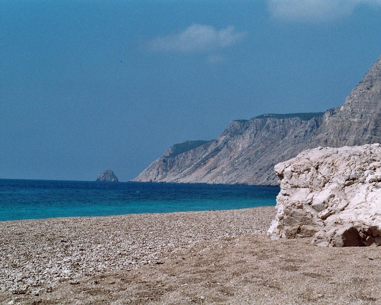 Der einsame Kies-, Sandstrand 'Ammos' auf der Halbinsel Palikí