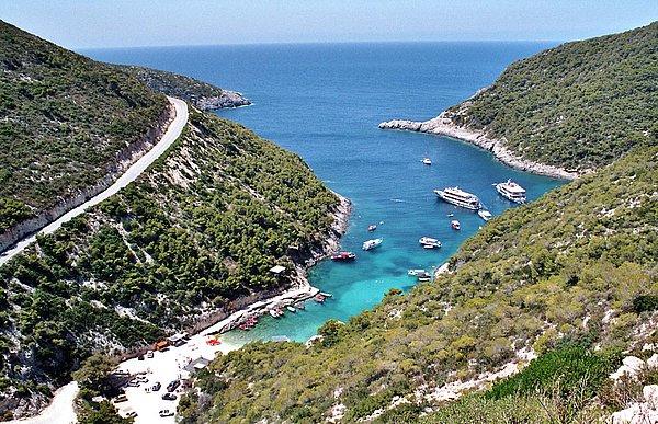 Der Naturhafen Porto Vromi, Zakynthos, Greece; copyright 2005 by WebTraveller